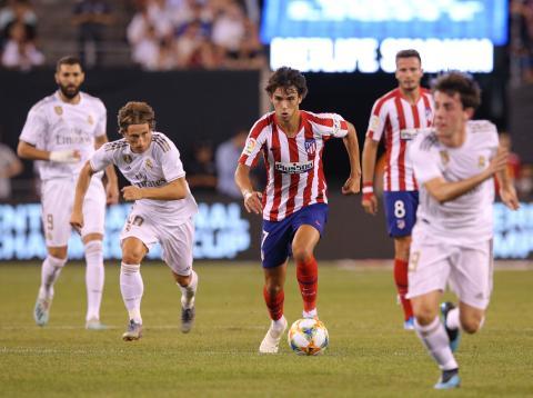 Joao Félix entre rivales del Real Madrid