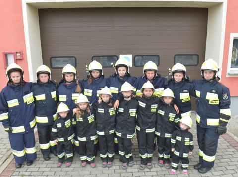 Brigada de voluntarias de Miejsce Odrzańskie, donde solo nacen niñas