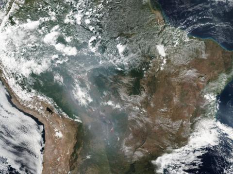 Una imagen por satélite de la NASA de los incendios en todo Brasil y la cuenca del Amazonas del 21 de agosto de 2019