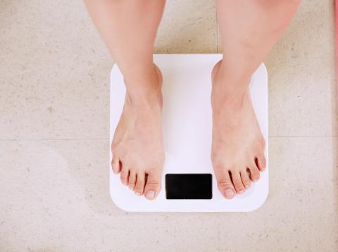 motivo por el que cuesta perder peso pasado los 40.