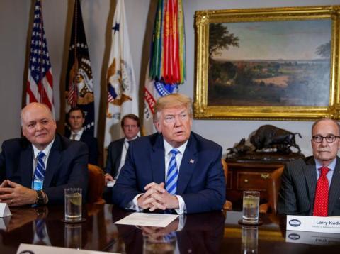 El presidente Donald Trump en una reunión con ejecutivos de la industria del automóvil en la Sala Roosevelt de la Casa Blanca