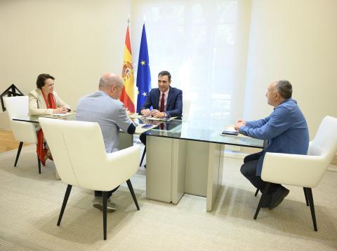 Sánchez y la ministra Valerio se reúnen con los secretarios generales de UGT y CCOO.