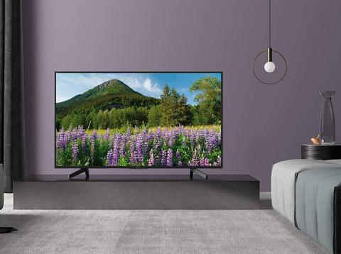 Televisor Sony 4K en salón con decoración moderna