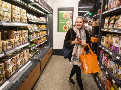Amazon está aceptando devoluciones en algunas de sus tiendas Go, y es una estrategia brillante para reducir los costes logísticos