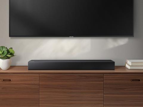 Barra de sonido Samsung en salón con decoración elegante y TV