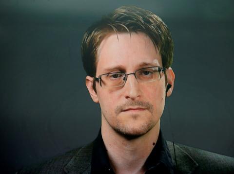 Edward Snowden publica su nuevo libro Vigilancia permanente
