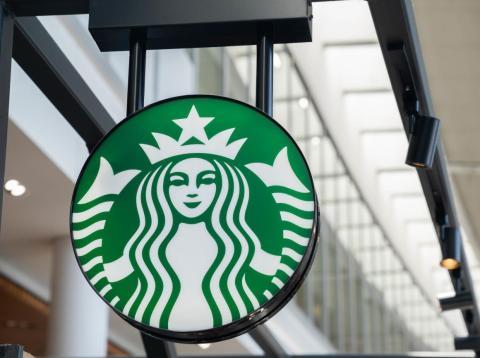 Un empleado de Starbucks en Filadelfia escribió 'ISIS' en la taza de un cliente con vestimenta islámica en lugar de 'Aziz'.
