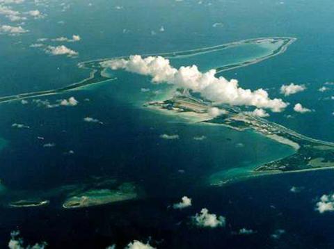 Una foto de archivo sin fechar de Diego García, la isla más grande del archipiélago de Chagos en el Océano Índico y el sitio de una importante base militar estadounidense arrendada a Gran Bretaña en 1966.