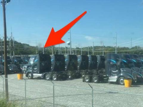 Amazon está acumulando una flota de tractores de marca.