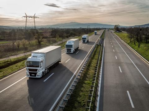 Camiones en una autovía