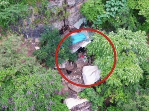 Un video de un dron muestra el escondite de Song Moujiang, de 63 años, quien fue encarcelado por tráfico de mujeres y niños y escapó en 2002.