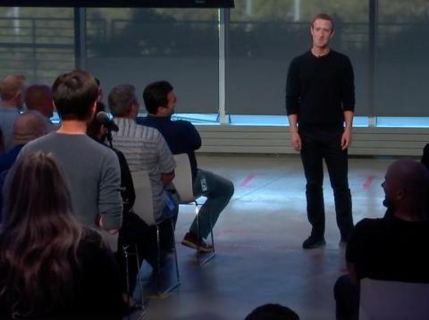 El CEO de Facebook, Mark Zuckerberg, responde preguntas del personal durante la sesión de preguntas y respuestas de los empleados el 3 de octubre de 2019