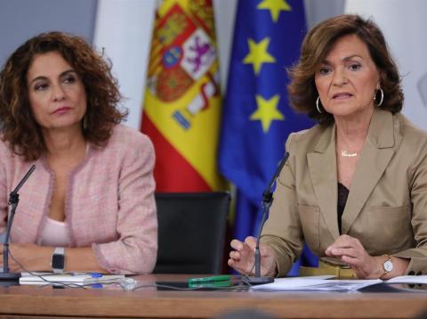 La ministra de Hacienda, María Jesús Montero, y la vicepresidenta del Gobierno, Carmen Calvo