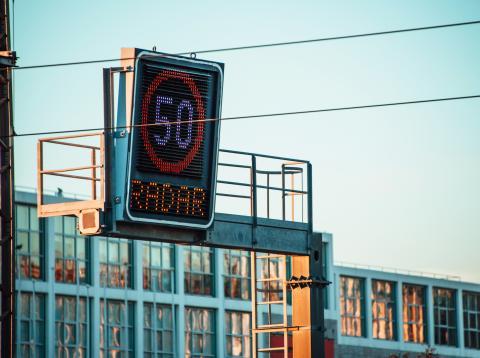 Señal de radar de tráfico a 50km/h