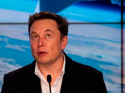Elon Musk, director ejecutivo de SpaceX y Tesla, habla durante una conferencia de prensa tras el lanzamiento de la misión SpaceX Crew Dragon Demo en el Centro Espacial Kennedy de Florida el 2 de marzo de 2019.
