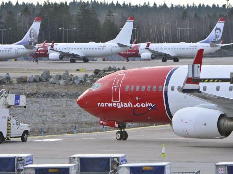 Aviones de la compañía Norwegian en la pista del aeropuerto de Estocolmo