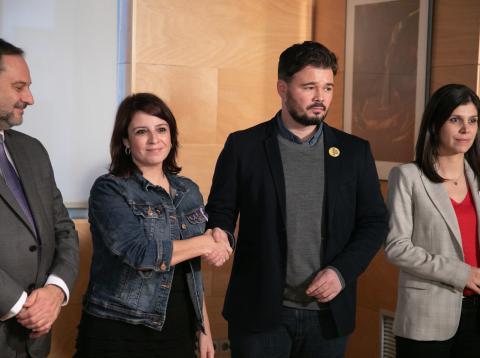 Adriana Lastra y Gabriel Rufián en las negociaciones para la investidura.