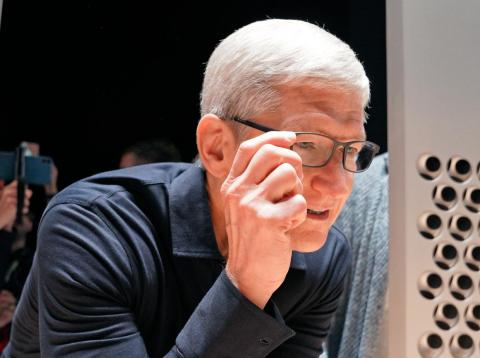 Apple CEO Tim Cook with some perfectly normal, analog glasses.