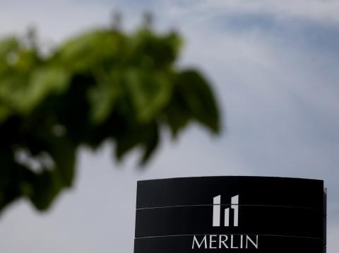 El logotipo de Merlin Properties, en uno de sus edificios en Madrid