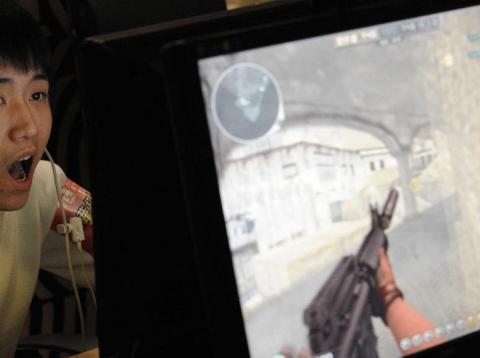 Un gamer chino disputa una partida online