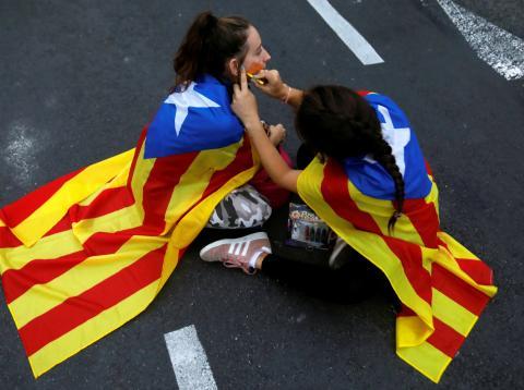 Jóvenes independentistas durante las protestas del procés en Barcelona