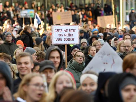 Manifestantes a favor de la cumbre del clima.