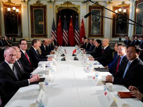 Los representantes de China y EE.UU. durante las negociaciones para el fin de la guerra comercial