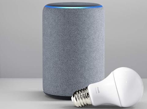 Amazon Echo Plus y bombilla Philips Hue.jpg