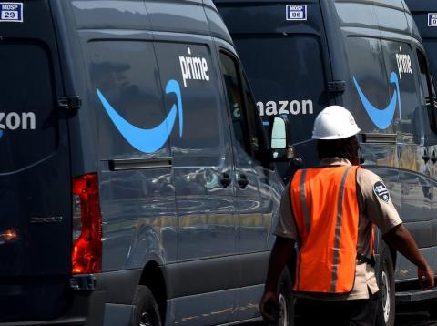 Los conductores que entregaron los paquetes de Amazon se vieron involucrados en más de 60 accidentes desde 2015, causando lesiones graves y 13 muertes, por priorizar las entregas más rápidas.