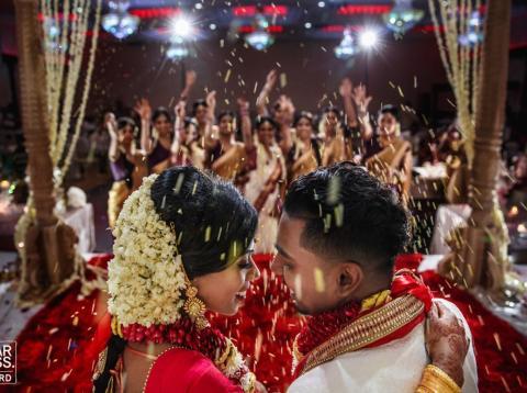 Los fotógrafos utilizaron fotografías de primer plano para mostrar las emociones de las parejas.