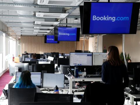 Trabajadores de Booking en sus nuevas oficinas de Tourcoing, Francia