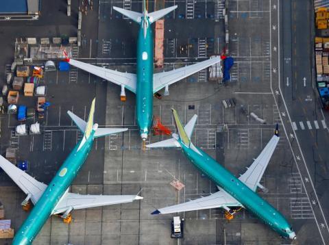 Una foto aérea de los aviones Boeing 737 MAX estacionados en la pista de la fábrica de Boeing en Renton, Washington, EEUU.