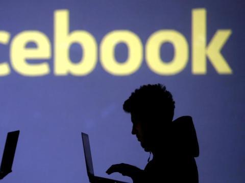 Facebook veta los deepfakes y los vídeos manipulados de su plataforma.
