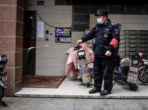 Las autoridades desinfectan regularmente los espacios públicos.