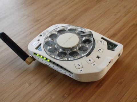 teléfono móvil funcional con dial giratorio