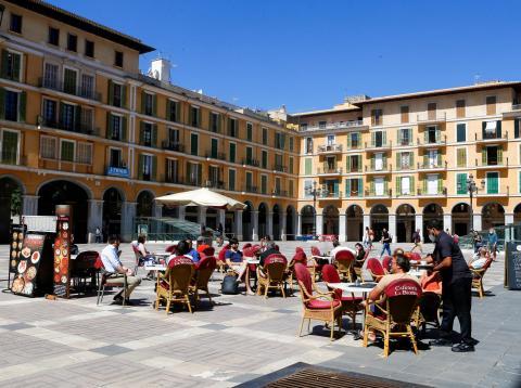 Una terraza abierta en Palma de Mallorca en medio de la pandemia del coronavirus