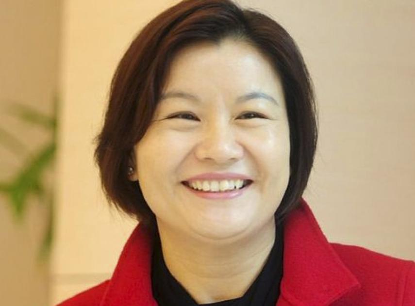 Zhou Qunfei, la obrera sin estudios que ha llegado a ser la mujer más rica del mundo y dueña de un imperio en China