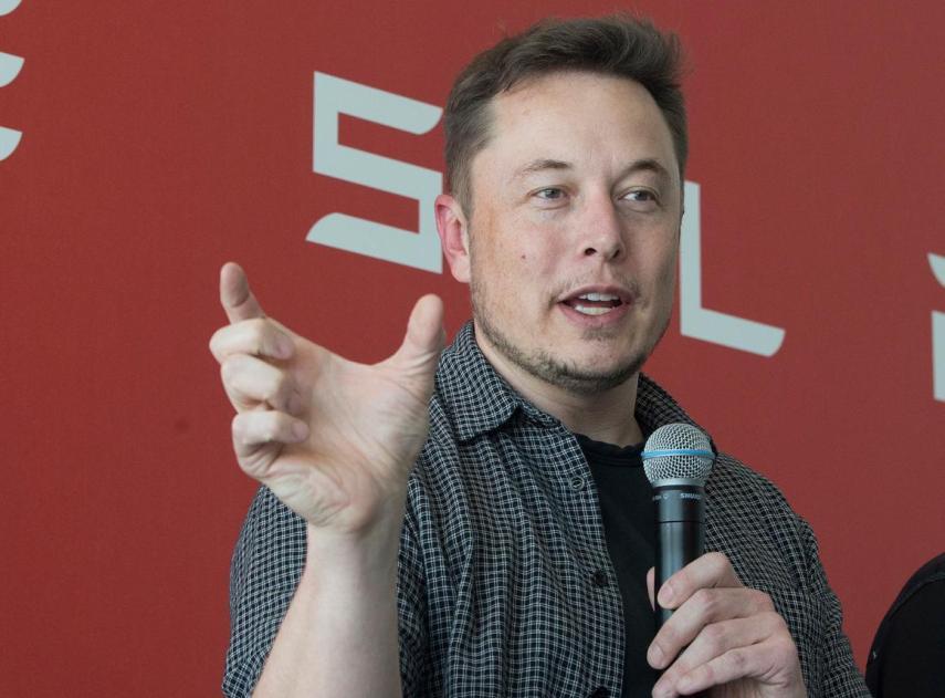 Tesla declara pérdidas en el segundo trimestre, pero sus acciones suben ante los indicios de que ganará dinero