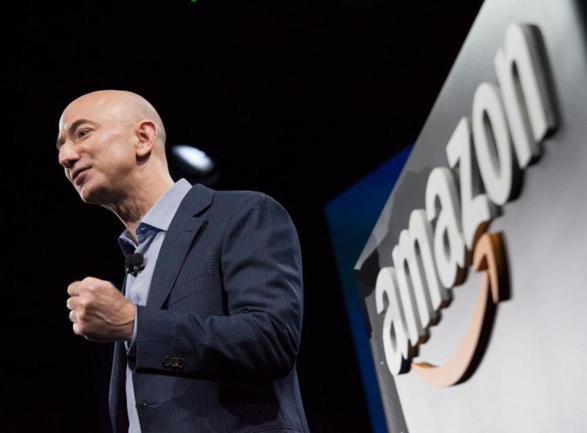 Amazon construyó una herramienta de inteligencia artificial para contratar gente, pero tuvo que cerrarla porque estaba discriminando a las mujeres