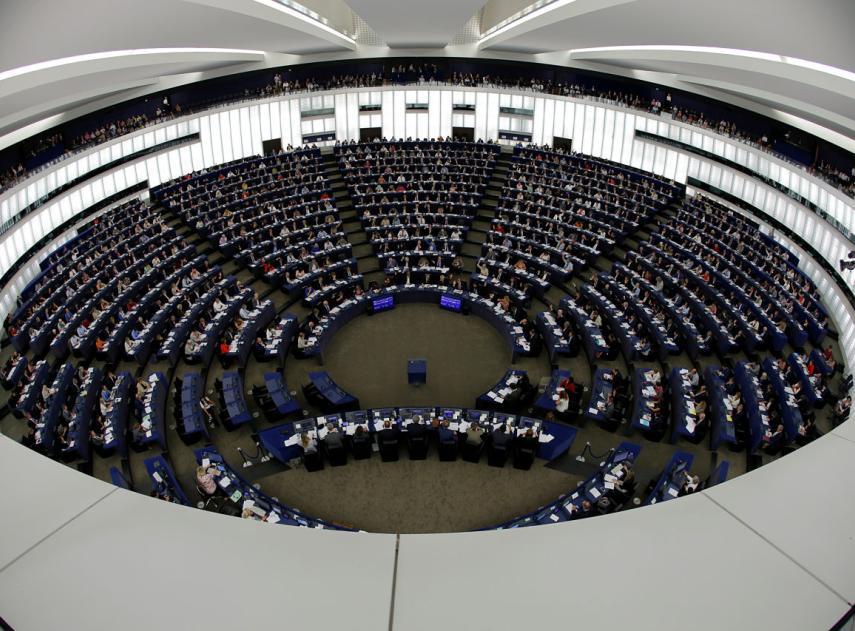Parlamentarios-europeos-votan-sesion-eurocamara-estrasburgo