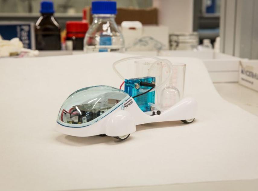 Este coche de hidrógeno español puede generar y almacenar el gas de forma segura