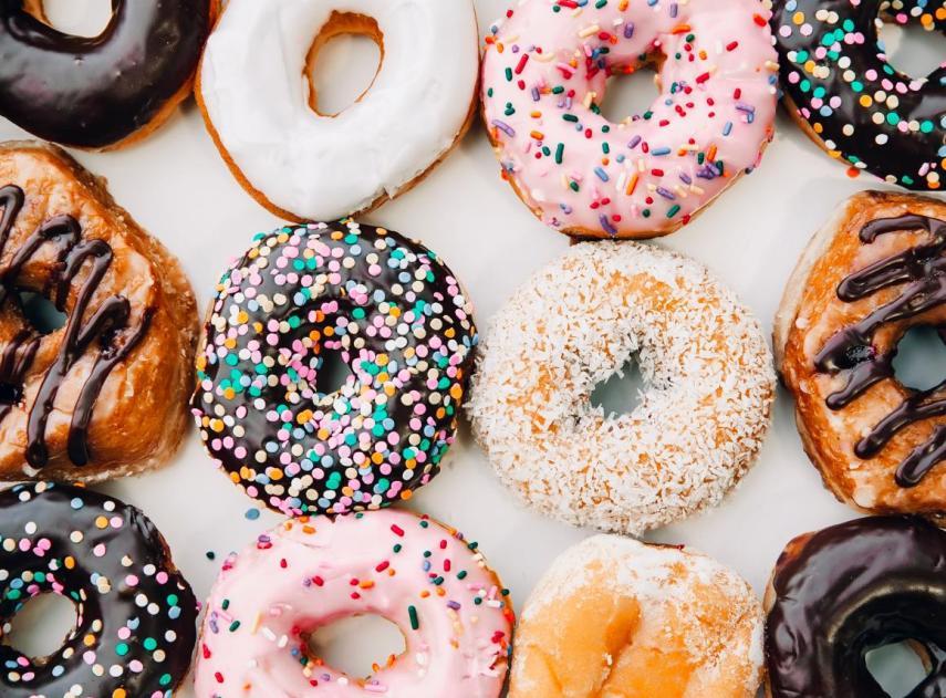 Por qué lo que sueles desayunar no llena tanto como crees (y lo que deberías comer en su lugar)