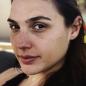 La actriz Gal Gadot no se maquilla mientras está en casa.