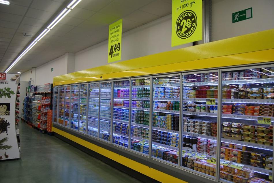 El interior de un supermercado Cash Fresh.