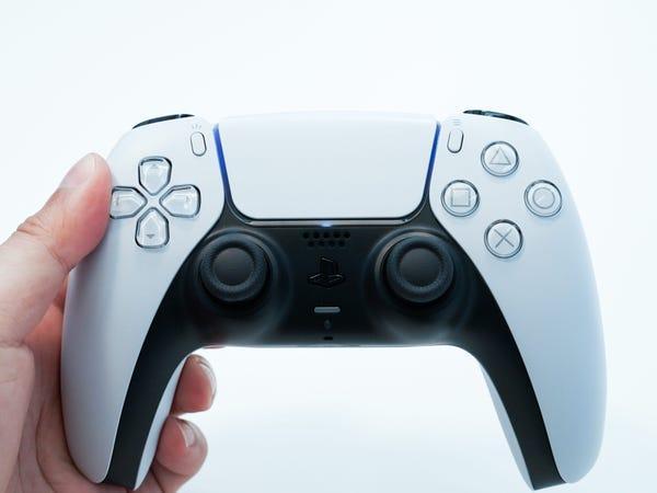 El nuevo mando de PS5, el DualSense.