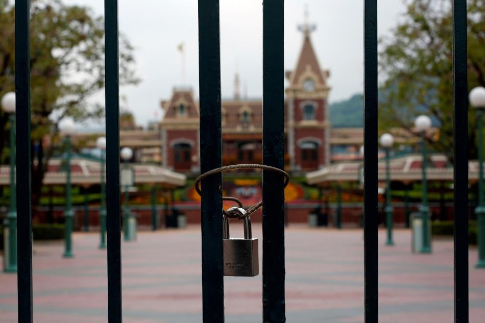 El parque de Disneyland en Hong Kong, cerrado por la pandemia