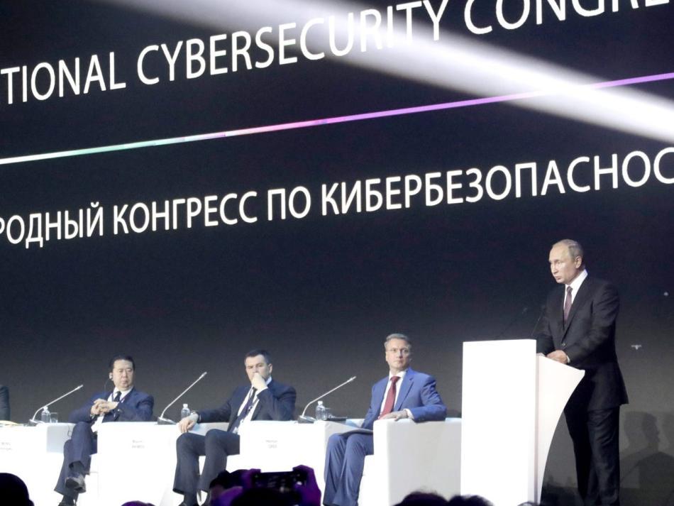 Putin inaugura una conferencia sobre ciberseguridad en Moscú.