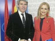 Ángel Garrido, el nuevo presidente de Madrid, acompañado de Cifuentes