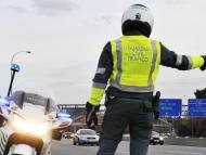 Este es traje actual de los agentes de Tráfico de la guardia Civil