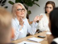 Una directiva en una reunión